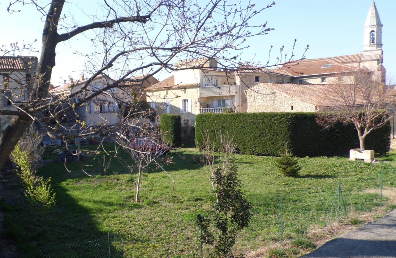 vue du village à partir de la digue de la Lône