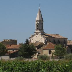 son château  et son église St Michel sous un soleil radieux