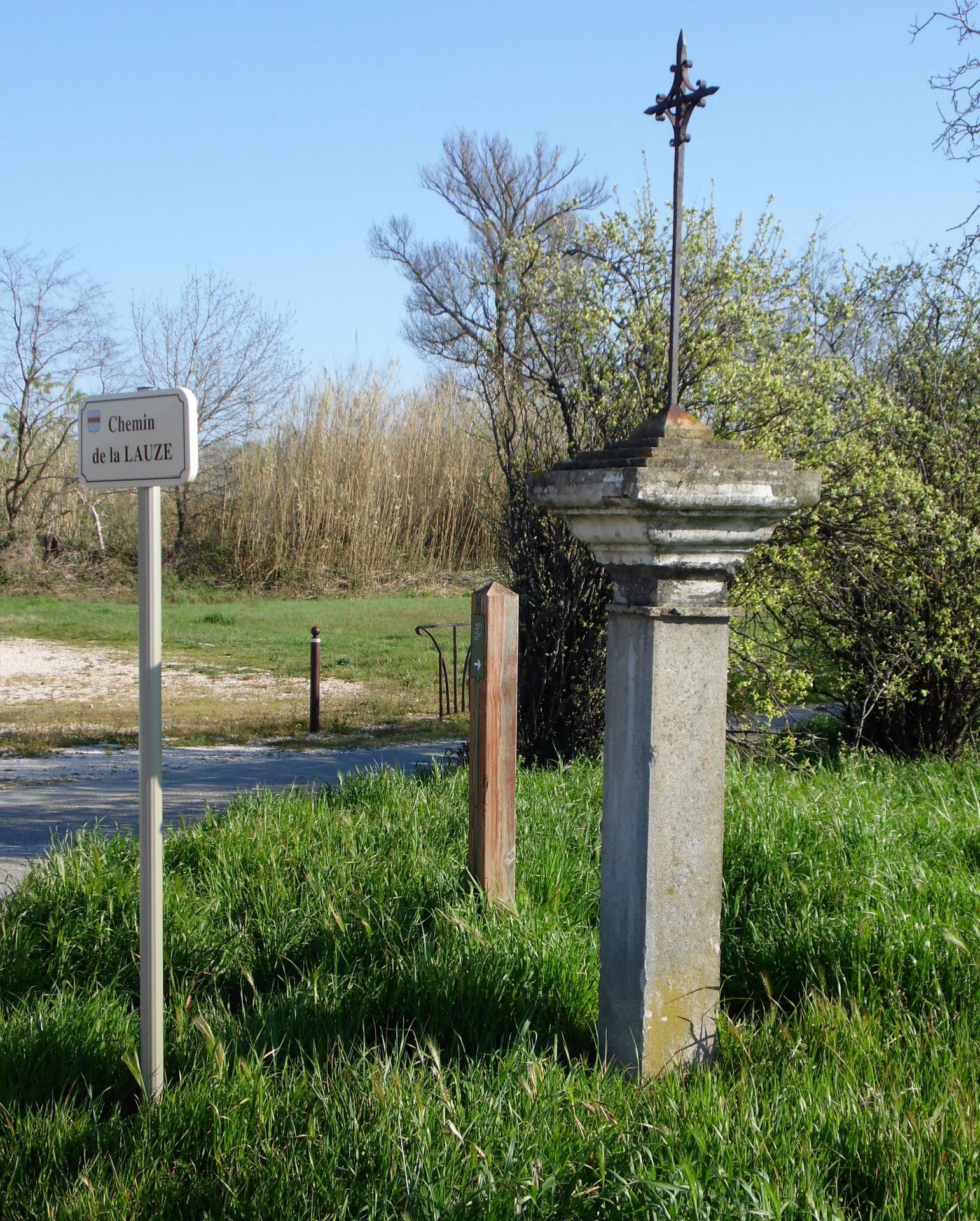 Ancienne croix du chemin de la Lauze