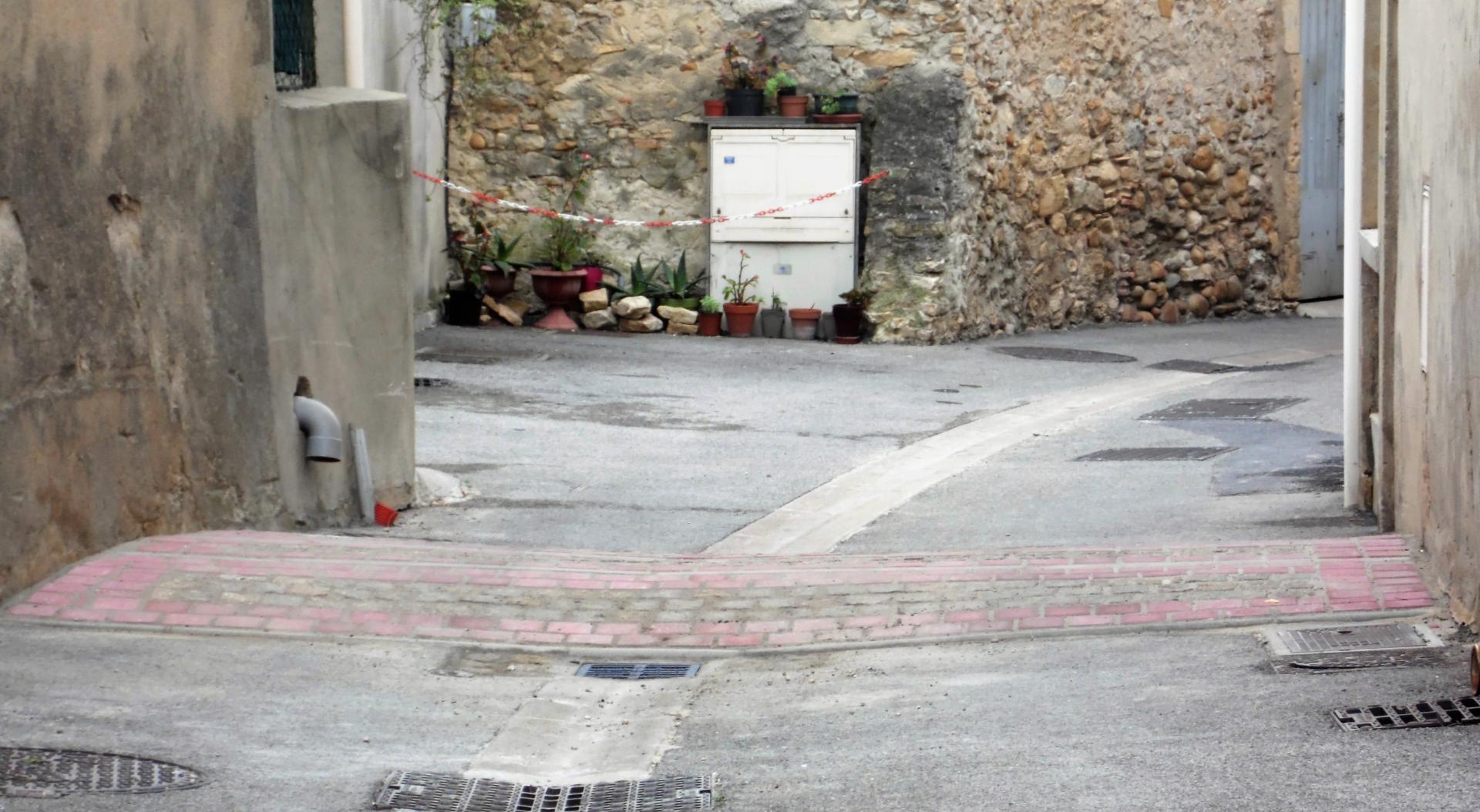 dos d'âne rue de l'église